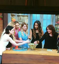 The girls on Rachel Ray 🤗 Also get yourself someone who would look at you with the same intricacy the way Lucy looks at food 😏💜