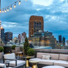 Rooftop Lounge, Rooftop Deck, Rooftop Design, Best Rooftop Bars Nyc, Travel Outfit Summer, Healthy Living Magazine, Deck Plans, Rock Pools, Packing Tips For Travel