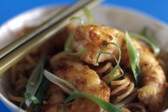 Prawns with soba noodles, chilli and tomato