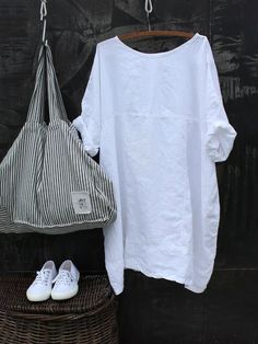 GRAY AND WHITE! Cool summer accessories that would go with any s… Summer style! GRAY AND WHITE! Cool summer accessories that would go with any summer outfit – skirt! Mode Outfits, Fashion Outfits, Fashion Trends, Fashion Ideas, Skirt Outfits, Fashion 2017, Fashion Clothes, Clothes Women, Female Outfits