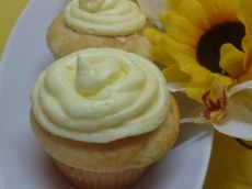 Petit gâteau blanc (très bon) Muffins, Esther, Brownies, Pains, Cupcakes, Crayons, Food, Buttercream Frosting, Cake Brownies