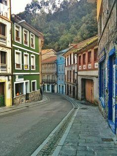 Callejeando por la colorida ciudad de Cudillero. #EuropeosViajeros #Cudillero #España #Spain #Europe #Viaje #Travel #Turismo #Tourism
