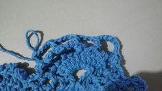 TAPETE RETANGULAR RENDADO EM CROCHÊ COM PASSO A PASSO Crochet Projects, Diy And Crafts, Crochet Earrings, Base, Blue Carpet, Crochet Rug Patterns, Multicoloured Rugs, Bedspreads, Needlepoint