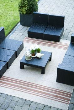 All pieces of furniture in a conversation set should be on the area rug, at least partially, to keep the pieces grounded and create an intimate setting. Ikea Outdoor, Outdoor Area Rugs, Outdoor Decor, Home Repair Services, Outdoor Carpet, Rug Size Guide, Outdoor Projects, Home Renovation, Outdoor Furniture Sets