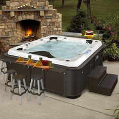 BAR & Hottub combo!!! omg im going to need to be rich to support my addiction to pinterest home ideas!