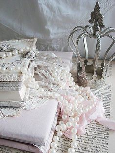 so shabby romantic with crown Fru Fru, Pearl And Lace, Vintage Shabby Chic, Tiaras And Crowns, Girly Things, Girly Stuff, Creations, Fancy, Pure Products