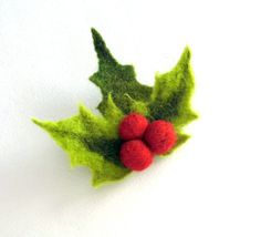 ATCTTeam - Holly with berry Christmas Flower Red Pin felt  by MSbluesky, Needlecraft  Jewelry  Brooch  jewelry  hand made  brooch pin  one of the kind  gift  red green  Poinsettia  accessories Christmas winter  merino wool  Felted Flower Brooch  holly with berry