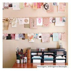 Como mural, para expor lembretes, fotos... um simples varal. Pequenos prendedores , preguinhos e cordinha...    Fonte:  http://squirrellyminds.com/?p=2061