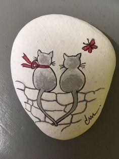 """Gemalt von Jeannielise """"Paar von Mimi"""" Painted by Jeannielise """"Couple of Mimi"""" Painted Rock Animals, Painted Rocks Craft, Hand Painted Rocks, Painted River Rocks, Painted Pebbles, Painted Stones, Rock Painting Patterns, Rock Painting Ideas Easy, Rock Painting Designs"""