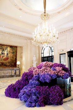 Purple Madness in the lobby of the Four Seasons Hotel George V, Paris by @ Jeff Leatham Deco Floral, Arte Floral, Floral Design, Hotel Flowers, Luxury Flowers, Purple Wedding, Wedding Flowers, Hotel Flower Arrangements, Jeff Leatham