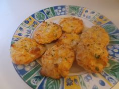 Better than Red Lobster biscuits. These are so yummy.The only thing I did differently from the original recipe is add oat fiber instead of coconut flour. 1/4 cup plus 1tbsp almond flour 2tbsp oat fiber or coconut flour 1 tsp baking powder,1 egg,1/4 cup sour cream.1/4 cup fresh grated parmesan cheese,1/2 cup cheddar,1/4 tsp garlic powder,1/4 tsp salt Mix dry ingredients and then add wet.Drop by tbsp on parchment lined cookie sheet bake at 350 for 15 minutes.