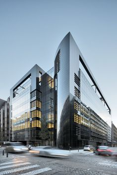 The building is designed to provide some 11,000 sq m of office space. The architectural concept is clean and clear, with smooth concrete facings to the corner block and generous glazed curtain walling outlined with steel detailing. In order to...