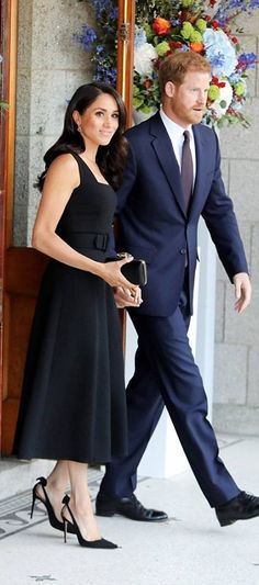 July 2018 - Meghan Markle wore a chic black dress teamed with heels by Aquazzura, and an elegant clutch on her recent trip to Ireland with new husband Prince Harry. Prince Harry And Megan, Harry And Meghan, Meghan Markle Prince Harry, Princesa Real, Kate And Meghan, Prinz Harry, Princess Meghan, Meghan Markle Style, Royals