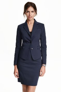 Shop online for a range of stylish women's blazers at H&M, from classic black blazers to smart linen-blend jackets, bright colours and more. Office Fashion, Work Fashion, Fashion Design, Blazer Bleu, Work Uniforms, Spring Looks, Business Attire, Blazers For Women, Office Wear