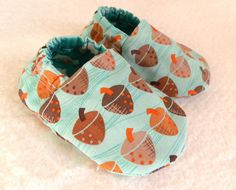 Reversible Baby Shoes, Acorns