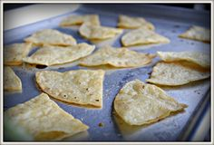 Chipotle tortilla chips copycat recipe and salsa recipe Gotta try this Mexican Food Recipes, Snack Recipes, Cooking Recipes, Snacks, Fondue Recipes, Cooking 101, Supper Recipes, Yummy Recipes, Dips