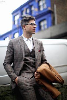 60 Ideas For Haircut Men Grey Suits Gentleman Haircut, Gentleman Style, Plaid Suit, Suit Vest, Windowpane Suit, Grey Suit Men, Mens Suits, Grey Suits, Look Formal