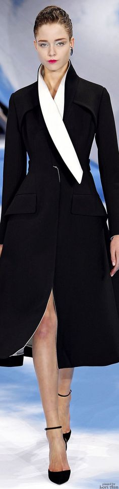 Celebrities who wear, use, or own Christian Dior Fall 2013 RTW Coat. Also discover the movies, TV shows, and events associated with Christian Dior Fall 2013 RTW Coat. Image Fashion, Dior Fashion, Fashion Show, Fashion Design, Paris Fashion, Runway Fashion, Fashion 2014, Fashion Ideas, Fashion Tips