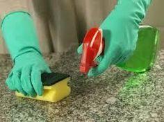 Como fazer um desengordurante caseiro. Os produtos de limpeza que compramos em qualquer supermercado costumam ser muito eficazes, mas muitas vezes são feitos com ingredientes abrasivos e com cheiros fortes. Uma boa opção é fazermos nós mes...