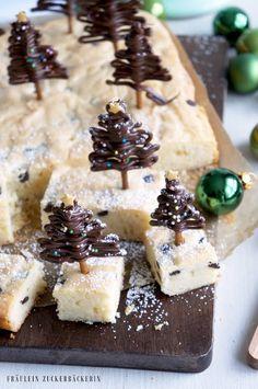 Fräulein Zuckerbäckerin: Weihnachtliche Blondies mit Schokotannenbäumchen