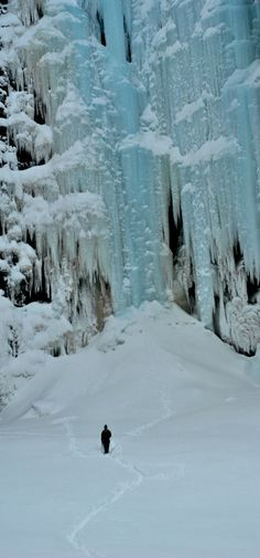 Il Njupeskär ghiacciato, la cascata più alta della Svezia.