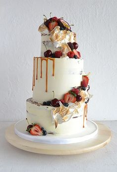 Rustic White Wedding Cake with Caramel and Fall Fruits | Brides.com