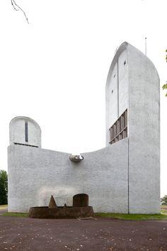 Notre-Dame du Haut, Ronchamp    Le Corbusier   1950-1954