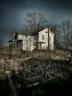 Abandoned farmhouse in Oak Creek, Wisconsin