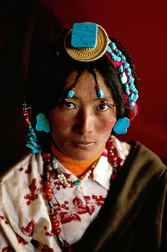 Tibetan Portrait © Steve McCurry. Beautiful people of the world. Cultured. Colourful wonderful world.