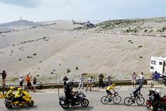 Overall leader's yellow jersey Britain's Christopher Froome (L) rides after Colombia's Nairo Quintana (R) during the 242.5 km fifteenth stage of the 100th edition of the Tour de France cycling race on July 14, 2013 between Givors and Mont Ventoux, southeastern France.