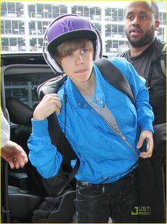 April 27, 2010. Justin Bieber spotted at Sydney Airport as he prepares to depart Australia following his whilwind promotional tour. Credit: Picture Media/INFphoto.com.Ref: infausy-02|sp|US & S. AFRICA SALES ONLY Ebook Being A Belieber Great Pictures, Testimonies From Real Beliebers And All What Every Belieber Need To Know// 27.000.000 Of Beliebers Are Looking For This Ebook !!!