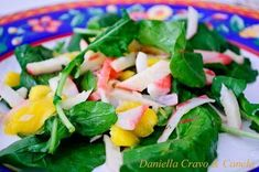 Salada de rúcula, manga e kani
