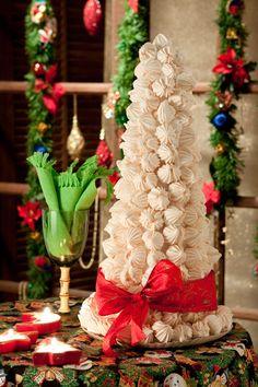Christmas tree with sighs Christmas Goodies, Christmas And New Year, All Things Christmas, Christmas Time, Christmas Holidays, Retirement Party Decorations, Christmas Decorations, Christmas Ornaments, Navidad Diy