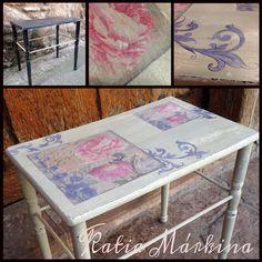 """Gracias a algún habitante de Ezcaray , que no a podido aguantar esta mesita en casa yo tuve oportunidad transformar esta pizpireta ! Decapado blanco roto y color lino de Auténtico,decoupage,acompañe con viñetas pintando a mano,encima craquelado fino y cera blanca dos capas. Ahora está a la espera de sus nuevos dueños en Taller de artesanía y restauración """"A Mano""""Katia Márkina c/ Sagastia 16 Ezcaray La Rioja"""