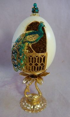 REAL Hand Decorated Chicken Egg Diorama w/ Peacock & Gold Metal Peacock Base Victorian Crafts, Victorian Jewelry, Egg Crafts, Diy And Crafts, Arte Quilling, Egg Shell Art, Faberge Eier, Carved Eggs, Presents For Him