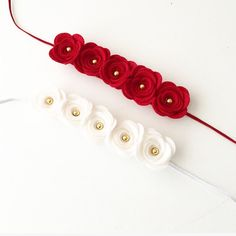 Something for the festive season! Red or White felt flower head crown with golden centres. This headband is made from 100% Merino Pure Wool Felt. The Flower is attached to a 3mm elastic headband. Shipping All orders are giving a 1-2 week shipping time, as a precaution. Usually Ribbon Hair Bows, Diy Hair Bows, Diy Bow, Ribbon Rose, Ribbon Flower Tutorial, Hair Bow Tutorial, Diy Baby Headbands, Flower Headbands, Rose Headband