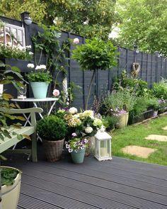 30 Adorable Black Garden Ideas For Amazing Garden Inspiration - Backyard Garden Inspiration Grey Gardens, Small Gardens, Outdoor Gardens, Vertical Gardens, Small Courtyard Gardens, House Gardens, Amazing Gardens, Beautiful Gardens, Design Jardin