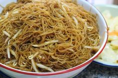 Economic fried bee hoon (simple stir fried rice vermicelli) is a typical breakfast for Malaysian Chinese and I guess Singaporean also . Vermicelli Recipes, Vermicelli Noodles, Asian Noodles, Indian Food Recipes, Asian Recipes, Healthy Recipes, Ethnic Recipes, Chinese Recipes, Vegetarian Recipes