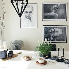 Have a wonderful evening lovely people! Thank you for all your nice comments and likes to my last picture! I will try to answer you all... This is my #middleweekinspiration at beautiful Anja @sommerfuglen4  #annabylove #andreassundgren #tavelvägg #wallart #hltips #interior2all #interior4all #interiorwife #interiordesign #bylassen #linebylassen #dream_interiors #scandinavianstyle #nordic #inredning #scandinavianhome #tv_living #teatime #spring #ssevjen #pursuepretty #inspoformilla…