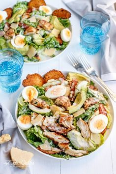 Skinny Chicken and Avocado Caesar Salad - I HAVE to try this one. It looks soooo good!!   http://cafedelites.com
