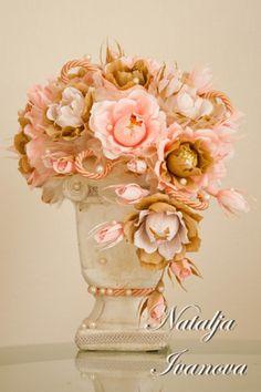 Paper Flower Vase, Paper Bouquet, Crepe Paper Flowers, Candy Bouquet, Flower Vases, Flower Bouquets, Chocolate Basket, Chocolate Gifts, Chocolate Flowers Bouquet