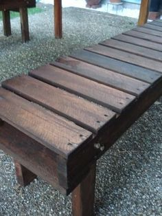 : Pallet benches.