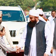 Molana Tariq Jamil arriving at Meem Academy's Opening Ceremony