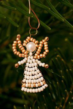Engel können aus Perlen gebastelt werden