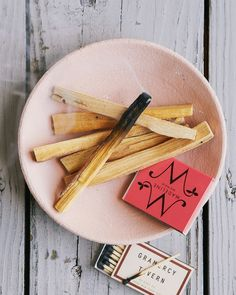 A CUP OF JO: Palo Santo sticks for a natural bonfire scent in the home
