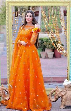 Asian Wedding Dress Pakistani, Beautiful Pakistani Dresses, Asian Bridal Dresses, Party Wear Indian Dresses, Pakistani Fashion Party Wear, Designer Party Wear Dresses, Pakistani Wedding Dresses, Pakistani Dress Design, Indian Fashion