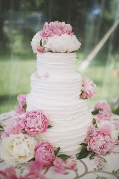 Textured Wedding Cakes | Ivory and Rose Cake Company | Bridal Musings Wedding Blog