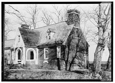 Thomas Cocke home - . Home and land was later the site of a Civil War batle. Malvern Hill, Richmond, Virginia, ca. 1610 by Thomas Cocke. Burned in Famous for the sanguinary battle fought on the slope of the hill in fron of the house, July 1862 Old Abandoned Houses, Abandoned Places, Old Houses, Small Houses, Henrico County, Early American Homes, Malvern Hills, Virginia History, Southern Plantations