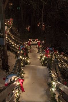 Find images and videos about winter, christmas and light on We Heart It - the app to get lost in what you love. Christmas Scenes, Noel Christmas, Country Christmas, Winter Christmas, Christmas Lights, Christmas Tumblr, Halloween Christmas, Holiday Lights, Merry Little Christmas
