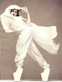 Lady gaga in noritaka tatehana heels